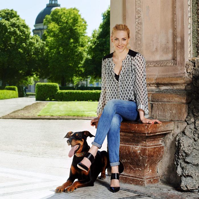 THE WOW | Terra Canis Gründerin Birgitta Ornau mit ihrer Hündin Minou